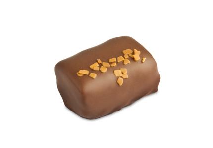 מוס שוקולד חלב מעוטר בשוקולד מריר.