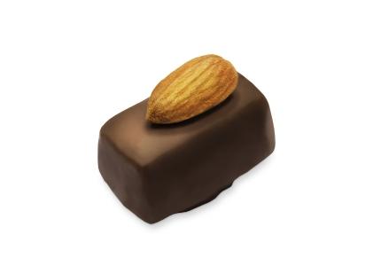 שוקולד חלב ממולא מחית שקדים עשירה.